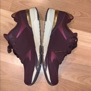 Skechers burgandy running shoes size 8 EUC